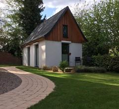 Tiny House im Garten, modern, WLAN, Holzterrasse, ruhige Lage 1