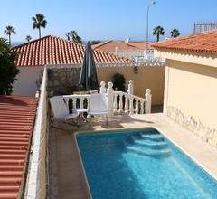 Villa Sueño Azul mit privatem Pool, Meerblick, Terrasse, Wifi, 450 m zum Strand 1