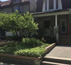 Downtown Familienfreundliches Haus zur Miete in Torontos trendigem Leslieville 2