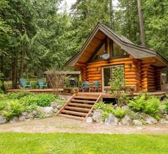 Lakefront Private Log Cabin, in der Nähe von Pemberton - The Bunkhouse 1