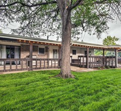 Old Town Arvada Family Home w / Deck & Spielzimmer! 1