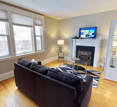 Bright, Clean, Private. In the Heart of Downtown! Parking, Wi-Fi and Netflix included 2