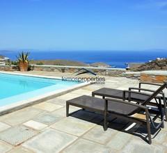 Stilvolle Steinvilla mit einem Pool und Blick auf das Meer 2