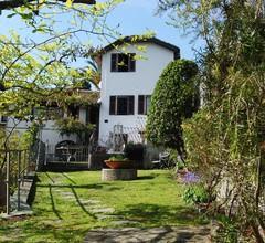 Ruhiges, gut ausgestattetes Anwesen mit ummauertem Garten. Haustiere erlaubt 1