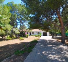 Ferienhaus mit grossem Garten, privatem Pool, Klimaanlage, Internet, Hund ja 2