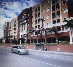 Schöne Wohnung im Herzen von Coral Gables, tolle Lage, erschwinglich 2