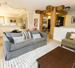 SPECTACULAR SKI IN / OUT Einfamilienhaus: Holzkamin, Grill, Terrasse, 5 Minuten zum Whistler Village 1
