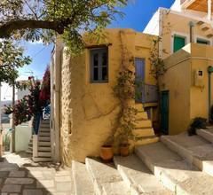 """Traditionelles mittelalterliches Steinhaus in """"Ano Syros"""" 1"""