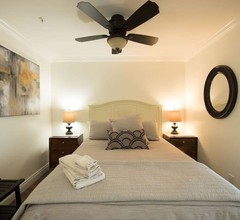Modern 1 BR Condo in Historic Old Town 1