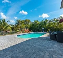 Spaß in der Sonne! Erstaunliches Luxus-Poolhaus am See! 1