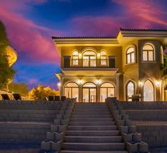 Atemberaubende Palmenvilla mit Privatstrand 1