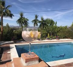 Schöne Villa mit drei Schlafzimmern und Pool in Coín Andalusien 2