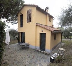 Old hay-barn, completely refurbished, in the middle of a hillside olive grove, with a lovely view, 7 km from the sea - Sarzana 2