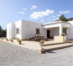 101/5000 Schönes Haus mit Pool, Grillplatz, 5 km von Ibiza, Blick auf die Stadt und 7 km vom Strand 1