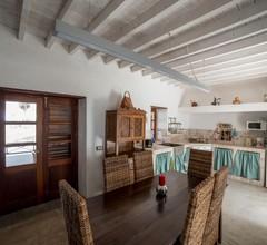 Lanzarote Villa historica con terraza y jardín by Lightbooking 2