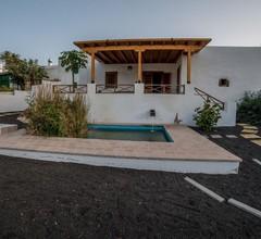 Lanzarote Villa historica con terraza y jardín by Lightbooking 1