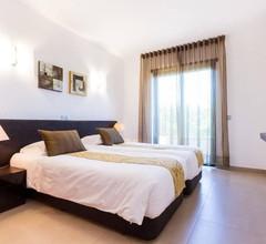 Drei-Zimmer-Wohnung mit privatem Garten und Pool auf dem 5 * Mar da Luz Resort 2