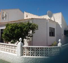Freistehendes Chalet im spanischen Stil auf einer Ebene 1