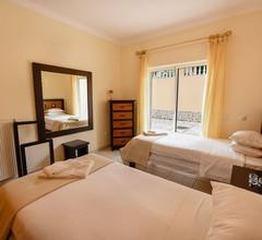 Eine 3-Bett-Villa mit herrlichem Blick auf Luz Bay in einem geschlossenen Condominium 2
