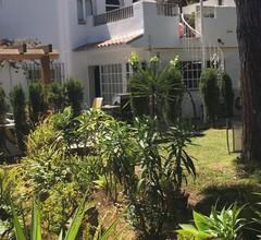 Reihenhaus mit 3 Schlafzimmern für 8 Personen, Pool, 200 m zum Strand von Estepona / Marbella 1
