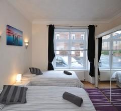 Apartment-bad mit Badewanne 1