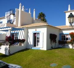 Schönes Ferienhaus, Golf Village, voll ausgestattet, Wifi, großer Außenpool 1