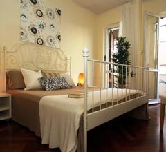 Lavinia: Zentral Vierzimmerwohnung mit Privatparkplatz + Klima- Meer 150 mt 1