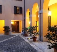 Zwei Zimmer in einem eleganten Gebäude im historischen Zentrum, nur 600 Meter von der Piazza Duomo 2
