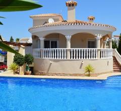 Villa mit privatem Pool und lauschigen Gärten 2