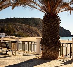 Ein Ferienhaus mit 3 Doppelzimmern für 8 Personen mit Meer- und Poolblick 1