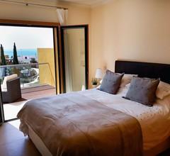 Ein Ferienhaus mit 3 Doppelzimmern für 8 Personen mit Meer- und Poolblick 2