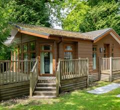 Komfortable Lodge in der Nähe von See und beliebter Stadt zu Fuß erreichbar 1