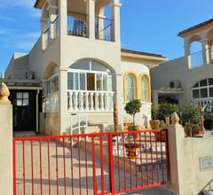 Familienfreundliche, geräumige Villa mit 3 Schlafzimmern in Benimar, Benijofar 1