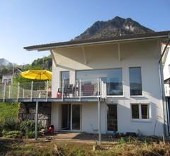 Einliegerwohnung in Einfamilienhaus mit herrlicher Aussicht auf See und Berge 2