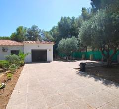 Ferienhaus mit grossem Garten, privatem Pool, Klimaanlage, Internet, Hund ja 1
