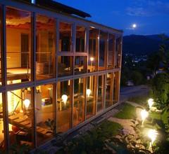 """Romantikzimmer """"Birne"""" mit Wintergartenzugang - Haus Bergblick 2"""