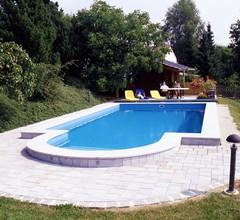 Ruhig gelegene Ferienwohnung mit beheiztem Pool 2