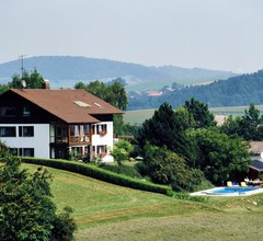 Ruhig gelegene Ferienwohnung mit beheiztem Pool 1