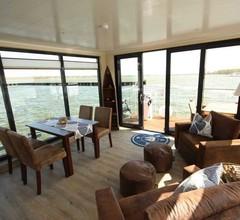 Hausboot auf dem Ribnitzer See 2
