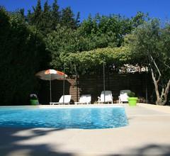 Cottage zwischen Avignon und St Rémy de Provence mit beheiztem Pool 1