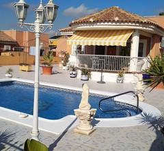 Villa 4 Fronten, 3 Schlafzimmer, zwei Bäder, privater Pool 1