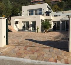 Villa auf der Rte des Sangunaires mit privatem Pool 1