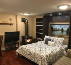 Eine gemütliche Suite mit 1 Schlafzimmer und eigenem Eingang im Westwood Plateau 1