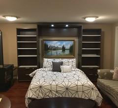 Eine gemütliche Suite mit 1 Schlafzimmer und eigenem Eingang im Westwood Plateau 2