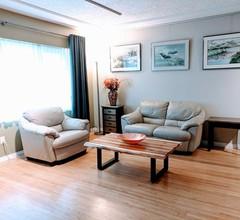 Bleib und male! Geräumige private Galerie-Suite in günstiger Lage 1