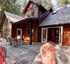 Private, von der Westküste inspirierte Hütte im Wald 1