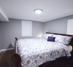 NEU umgestalten! 5 Schlafzimmer, Kingsize-Betten, 2 Küchen, 2 Schlafzimmer Kaffeestube / Restaurants / Gas 1