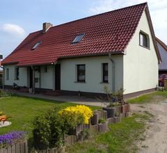 Ferienhaus mit Terrasse und Garten 1