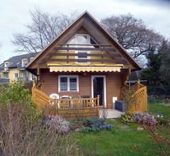 Ferienhaus mit Terrasse, Balkon und Grillmöglichkeit im Garten 1