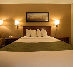 Quality Inn & Suites P.E. Trudeau Airport 1